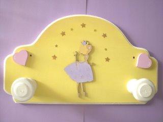 Accesorios decoración infantil pintado a mano perchero