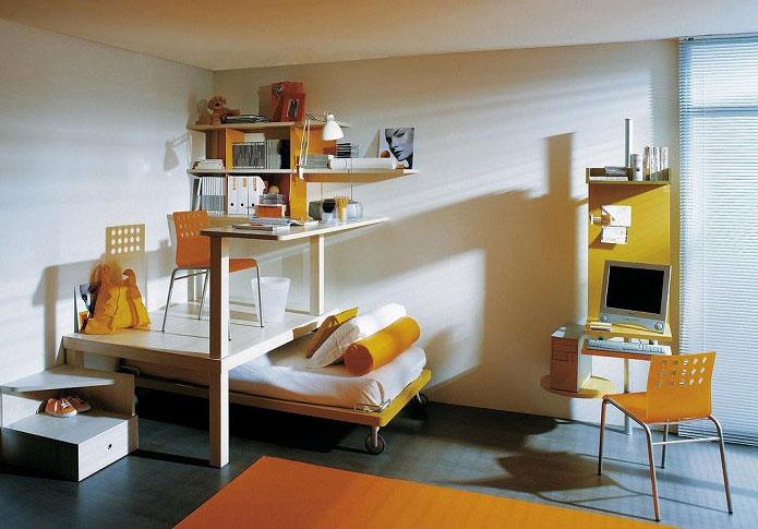 Estos peques dormitorios juveniles for Cama puente con escritorio