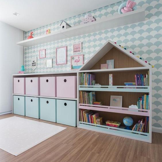 Espacios infantiles decorados con estantería casita
