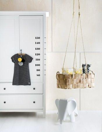 Habitación bebé en blanco, amarillo y negro