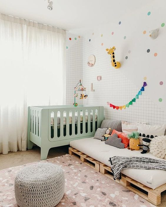 Cama infantil fabricada con palets