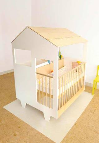 Cuna para bebés con forma de casita