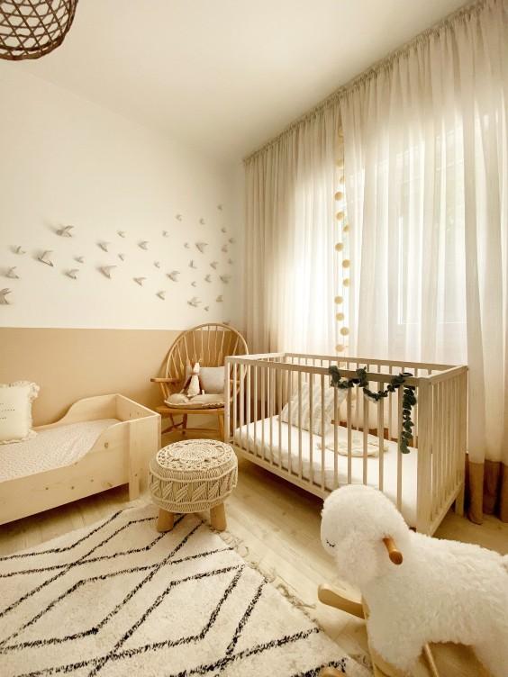 Habitación bebé beige y blanco