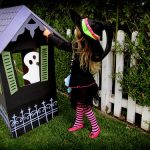 Manualidades Halloween: casita embrujada de cartón