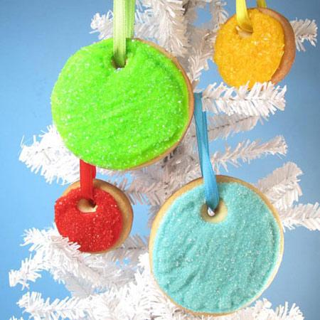 Decorar el árbol de navidad con galletas
