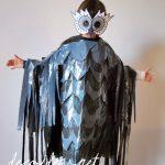 Disfraz infantil de búho hecho con bolsas de basura