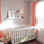Habitación bebé en gris y rosa