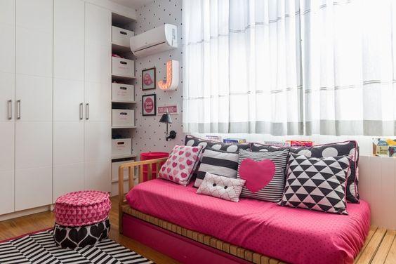 habitaciones juveniles en negro y fucsia