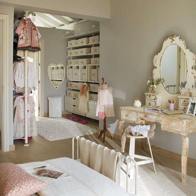 habitación de niña con tocador