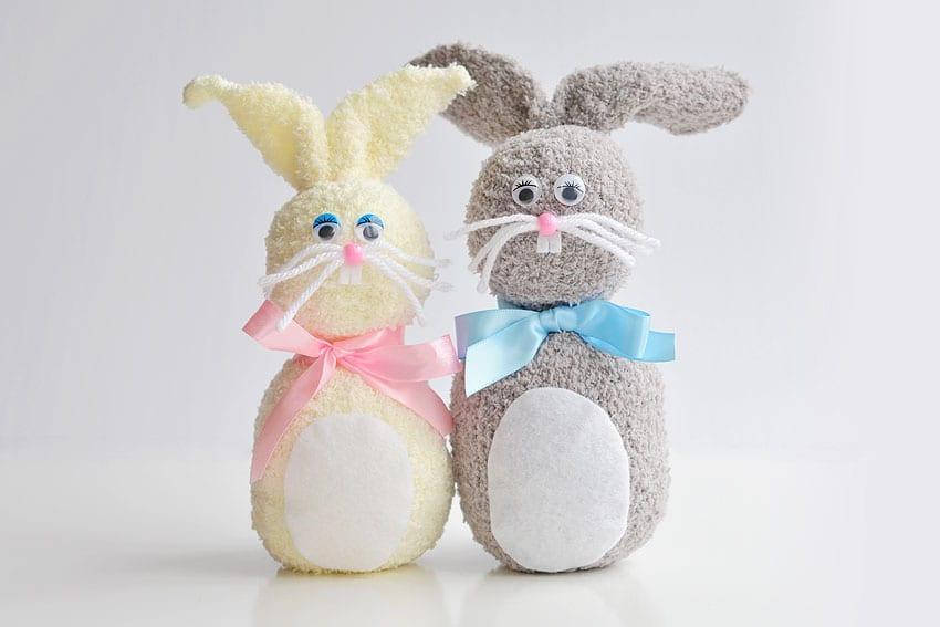 Como hacer conejos de Pascua con calcetines