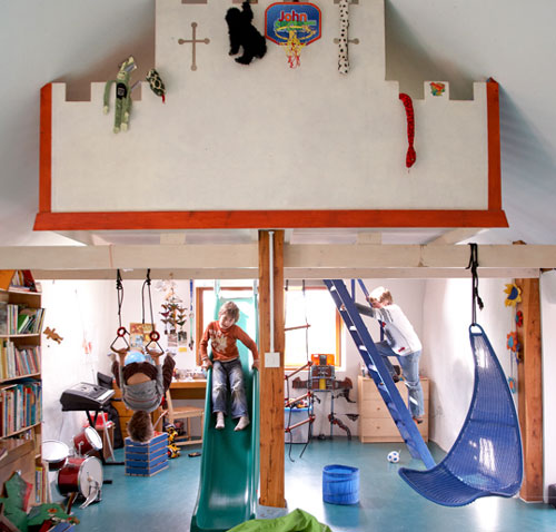 habitación infantil en la buhardilla