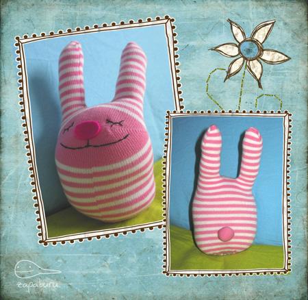 conejos de Pascua con calcetines