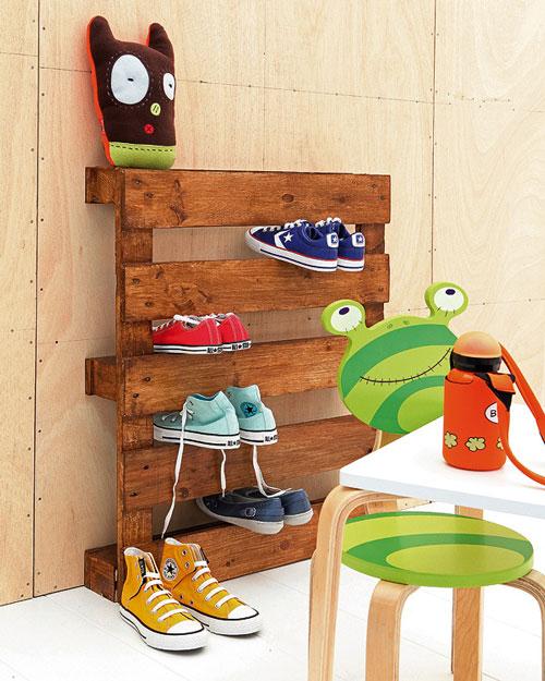 Hecho en casa zapatero infantil decoideas net for Ideas para hacer un zapatero