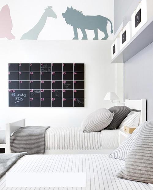 Calendario de pizarra para dormitorios infantiles