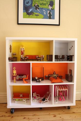 De estantería a casa de muñecas