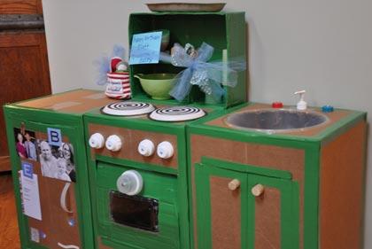 Fabricar una cocinita de cart n for Cocinitas para ninos