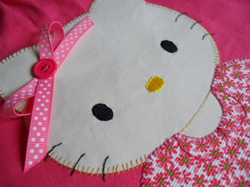 Camiseta decorada con Hello Kitty