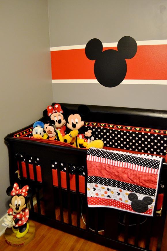 Dormitorio beb decorado de mickey for Cuartos decorados para nino y nina