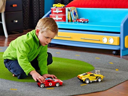 Decorar un dormitorio para futuros pilotos de carreras - Alfombra circuito coches ...