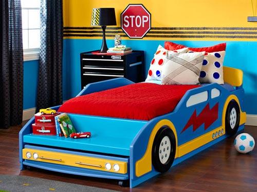 Decorar un dormitorio para futuros pilotos de carreras decoideas net - Camas de coches para ninos ...