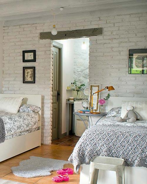Habitación con baño y salón