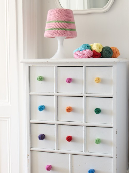 Pomos de crochet para decorar muebles infantiles for Pegatinas para decorar muebles