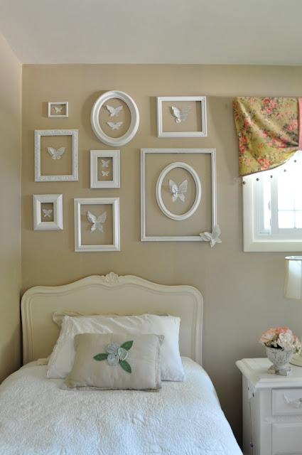 Idea para decorar con marcos vac os decoideas net - Marcos para pared ...