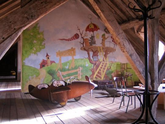 Habitación de juegos en la buhardilla