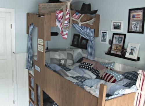 Customizar la cama kura de ikea - Habitaciones pequenas ikea ...