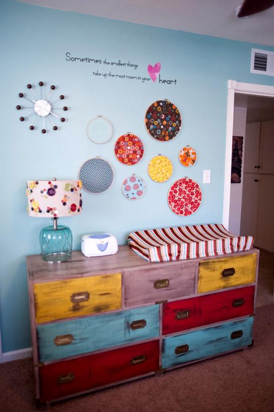 Decorar con bastidores la habitaci n del beb decoideas net - Ideas decoracion habitacion ninos ...