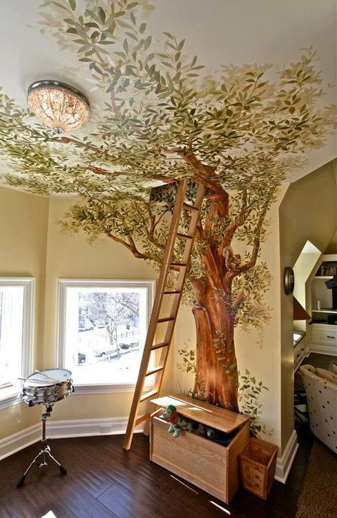 Un árbol en la habitación infantil