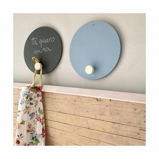 Colgadores de pizarra para organizar y decorar decoideas net - Colgadores de pared ...