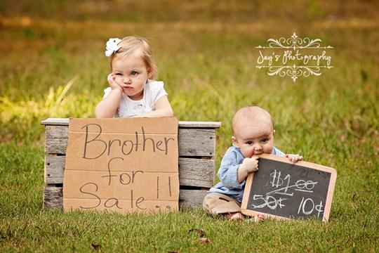 Foto graciosa de dos hermanos