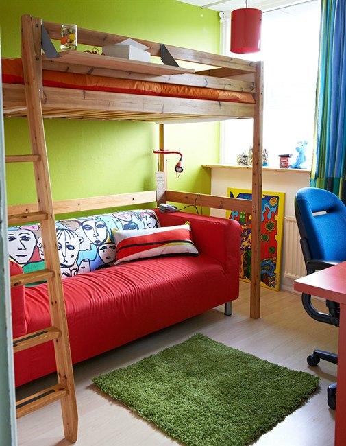 tambin podras instalar bajo la cama la mesa de estudio aunque es preferible que la zona de trabajo se encuentre bajo la ventana ya que es el lugar con