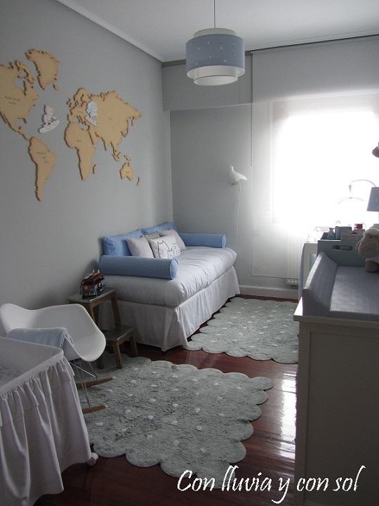 Habitaci n decorada con un mapamundi de madera - Letras para habitaciones infantiles ...