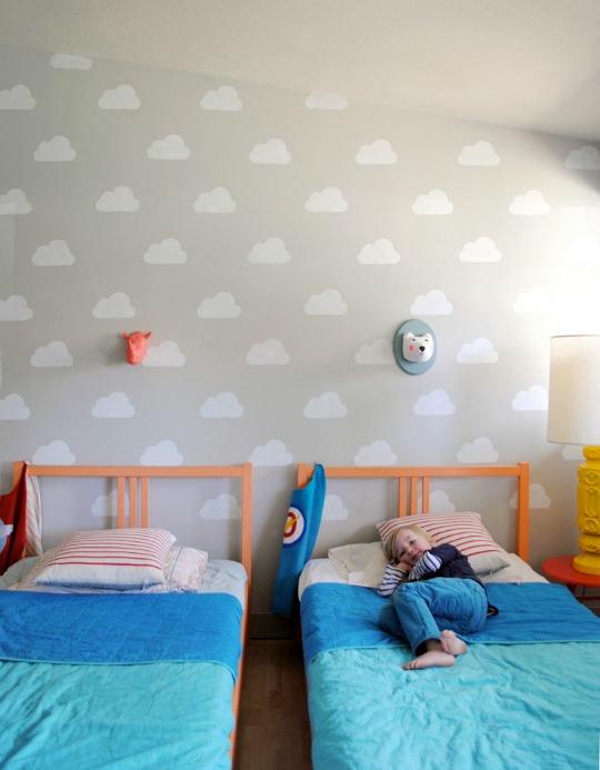 Decorar la pared infantil con nubes - Habitaciones infantiles compartidas ...