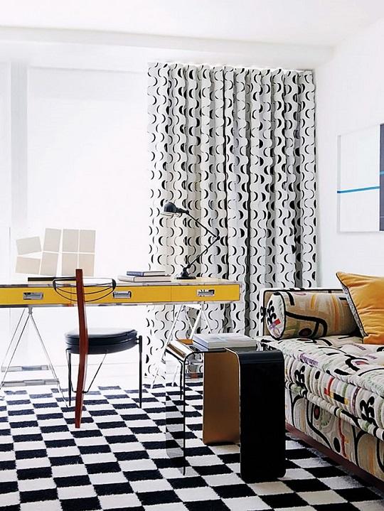 Mas presencia geométrica en un ambiente donde la nota de color la pone el escritorio amarillo.