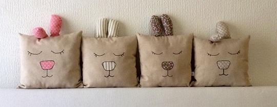 Cojines hechos a mano conejito durmiente decoideas net for Decoracion de casas hechas a mano