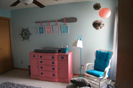 Una habitaci n de beb ni a de estilo marinero for Habitacion bebe moderna
