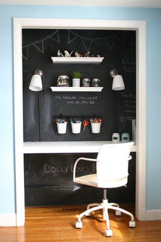 Zona de estudio dentro de un armario fotos