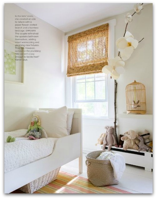 Dormitorio blanco con toques naturales