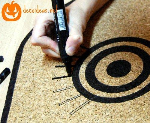Personalizar un tablero de corcho decoideas net for Placas de corcho para paredes