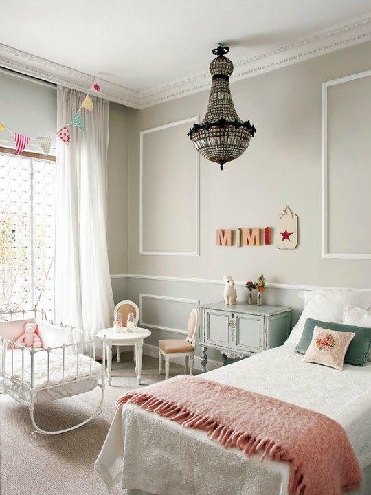 Dormitorio clásico y elegante para niña