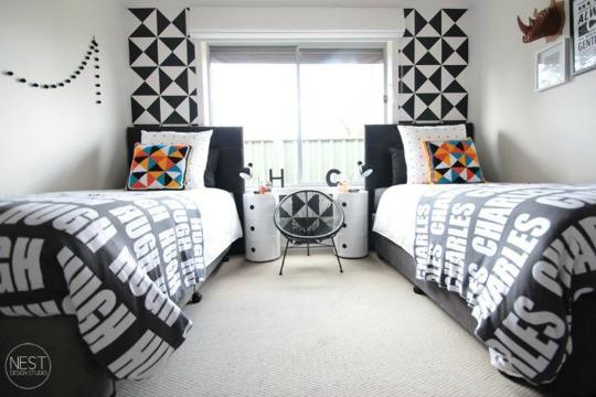Moderno dormitorio juvenil en blanco y negro