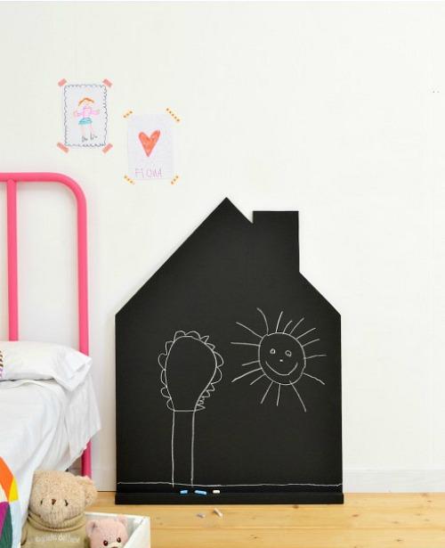 Pizarra para niños con forma de casita
