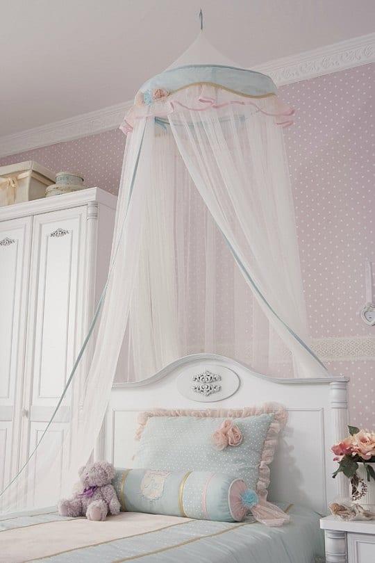 Un dormitorio infantil de estilo rom ntico - Camas estilo romantico ...