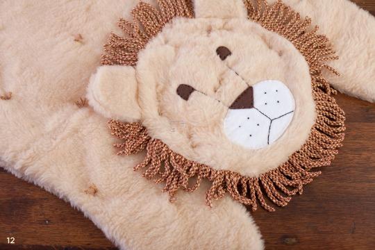 C mo hacer una alfombra infantil con dise o de le n for Alfombras de juegos para ninos