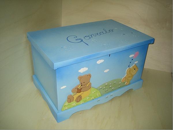 Baules personalizados para los juguetes for Decorar baul infantil