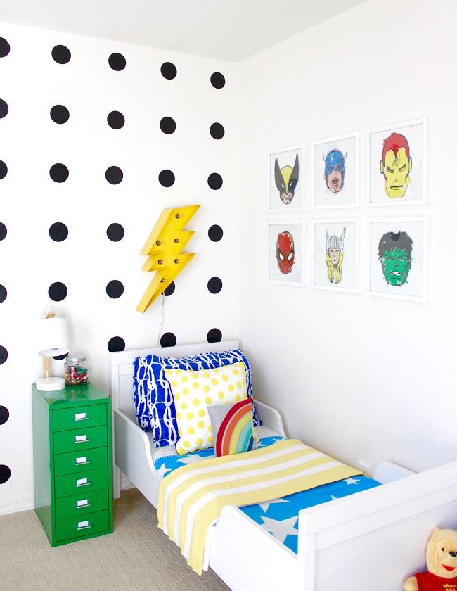 Moderno y colorido dormitorio de Superhéroes