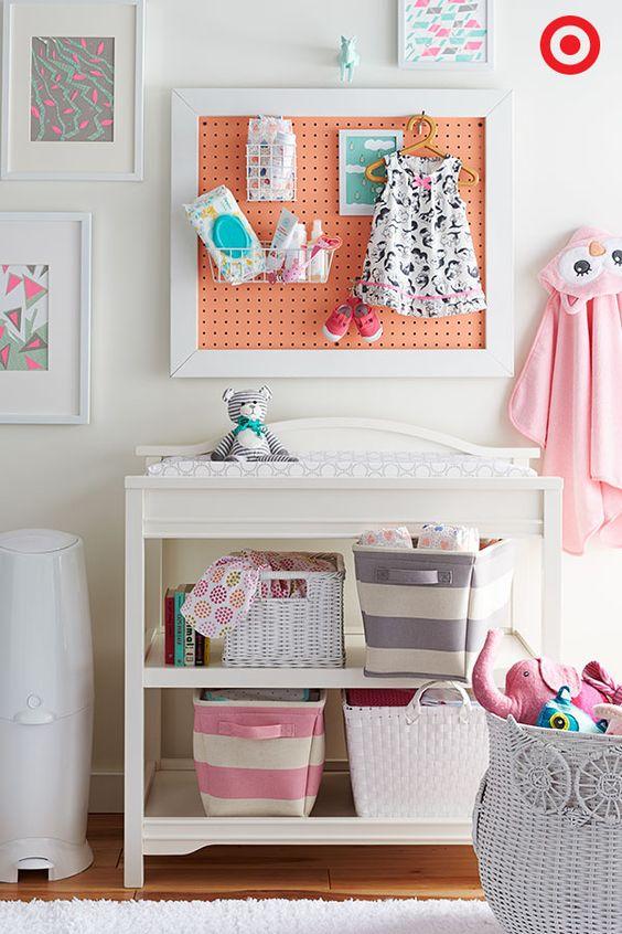 Paneles perforados en las habitaciones infantiles for Tablero del deco del sitio del bebe